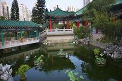 庭院香港亭子池塘红色反映 免版税图库摄影