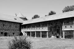 庭院 中世纪宫殿的幻想重建在村庄Racos,特兰西瓦尼亚 免版税库存图片