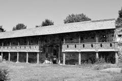 庭院 中世纪宫殿的幻想重建在村庄Racos,特兰西瓦尼亚 免版税库存照片