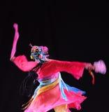 庭院蝴蝶振翼中国古典舞蹈 免版税库存照片