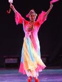 庭院蝴蝶振翼中国古典舞蹈 库存照片