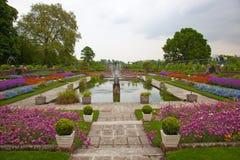 庭院kensington伦敦宫殿 免版税库存图片