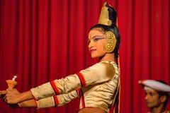 康提,斯里兰卡-大约2013年12月:传统舞蹈家 免版税库存照片