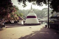 康提,斯里兰卡- 12月01 : 2016年:神圣的喇叭的寺庙 库存图片