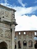 康斯坦丁和Colosseum曲拱在罗马 免版税库存照片