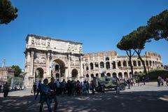 康斯坦丁曲拱和接近它Colisseum在罗马意大利 库存图片
