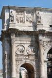 康斯坦丁曲拱在罗马下个大剧场 库存图片