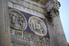 康斯坦丁曲拱在罗马下个大剧场 库存照片