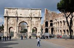 康斯坦丁曲拱在罗马斗兽场附近的在罗马,意大利 免版税库存图片