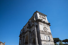康斯坦丁曲拱接近Colisseum的在罗马意大利 免版税库存照片
