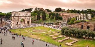 康斯坦丁视图弧从Colosseum的在罗马 免版税库存图片