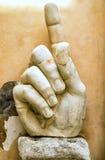 康斯坦丁,罗马一个大雕象的手的片段  免版税库存图片