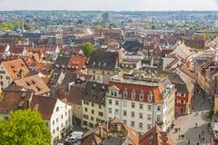 康斯坦茨克罗伊茨林根市(德国)和镇鸟瞰图( 免版税图库摄影