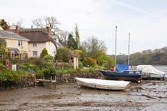 康沃尔河小河低潮中的英国 库存照片