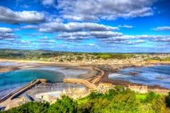 从康沃尔郡海岸五颜六色的hdr的英国英国圣Michaels登上的看法与cloudscape 免版税库存照片