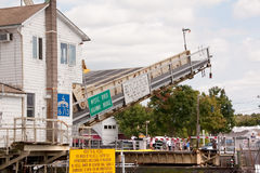 康涅狄格吊桥神秘的河美国 库存图片