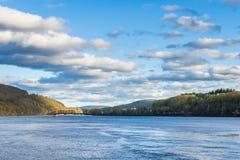 康涅狄格河的看法从Brattleboro佛蒙特状态林的 图库摄影
