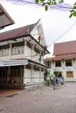 廊曼,泰国- 2018年5月02日:建筑工人是油漆 库存照片