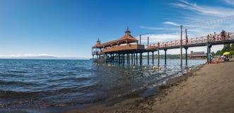 延基韦湖和弗鲁蒂亚尔码头-弗鲁蒂亚尔,智利全景  库存图片
