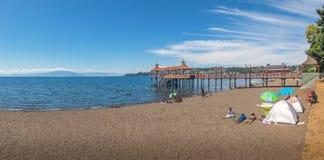 延基韦湖海滩和弗鲁蒂亚尔码头-弗鲁蒂亚尔,智利全景  图库摄影