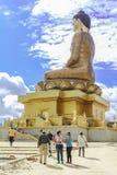 廷布,不丹- 2016年9月17日:参观大菩萨Dordenma雕象,廷布,不丹的白种人旅游小组 免版税库存图片
