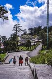 廷布,不丹- 2016年9月10日:Druk Wangyal与108 chortens的Khangzang Stupa, Dochula通行证,不丹 库存图片