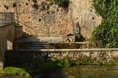 建于美妙的喷泉16世纪在特里略镇  建筑学,旅行,自然 免版税库存照片