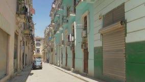 建立典型的巷道的射击天在哈瓦那古巴 股票视频