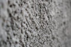建立凝结面以灰色不规则性 水泥织地不很细背景 免版税库存照片