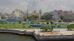 建立哈瓦那古巴地平线的射击大角度宽移动式摄影车 股票视频