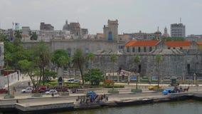 建立哈瓦那古巴地平线的射击大角度移动式摄影车 股票录像
