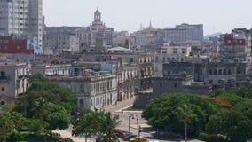建立哈瓦那旧城大厦的射击慢移动式摄影车 股票录像