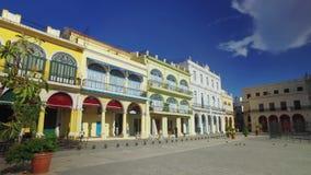 建立哈瓦那` s老镇中心的射击天早晨 股票录像