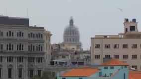 建立国会大厦圆顶的射击移动式摄影车在哈瓦那古巴 股票视频
