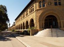 建立校园学院外部步骤的曲拱 库存图片