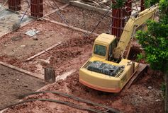 建筑业在建筑工地工作场所 免版税库存图片