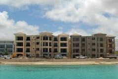 建筑前海洋 免版税图库摄影