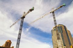 建筑区域大厦起重机在菲尼斯,亚利桑那 库存照片