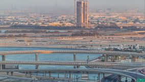 建筑和交叉点在迪拜Creek港口空中timelapse附近 迪拜-阿拉伯联合酋长国 股票录像