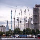 建筑在有起重机的伦敦 库存图片
