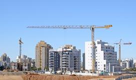 建筑场地房子的住宅建设在城市霍隆的一个新的区域在以色列 免版税图库摄影