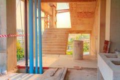 建筑大厦开发安置内部安装有太阳光口气的管子 免版税图库摄影