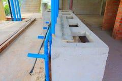 建筑大厦开发安置内部安装管子 免版税库存照片