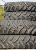 建筑大量轮胎拖拉机 图库摄影