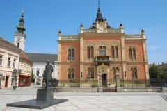 建筑学和雕象在诺维萨德,塞尔维亚 免版税库存图片