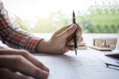 建筑学工程师图画和工作建筑proj的 图库摄影