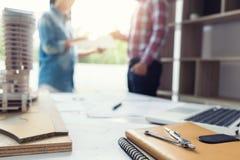 建筑学工程师配合会议、图画和工作 库存图片