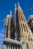 建筑学的入口的元素和雕象对Sagrada Familia的老部分的 免版税库存照片