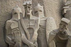 建筑学的入口的元素和雕象对Sagrada Familia的老部分的 库存照片