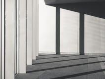建筑学细节用水泥涂有专栏树荫和阴影的混凝土墙 库存照片